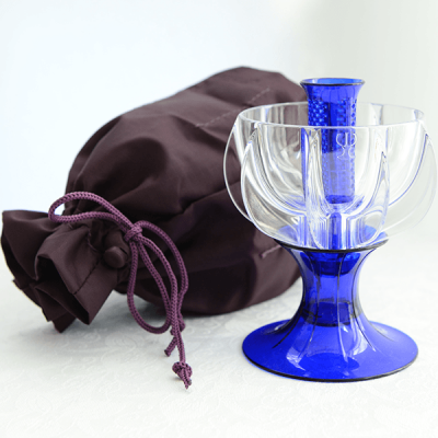 crystalline blue wine aerator with travel tote